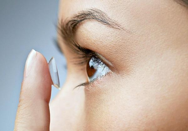 hukum-memakai-contact-lens